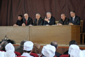 Михаил Столяров обсудил межнациональные вопросы со студентами АГМА