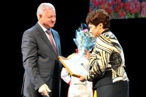 Мэрия Астрахани поздравила учителей с профессиональным праздником