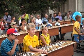 В парке «Дружба»  состоялся сеанс одновременной игры в шахматы