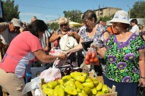 Фермерам – бесплатные торговые места, астраханцам – качественные продукты