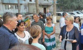 Ирина Егорова обсудила с астраханцами программу по замене лифтов