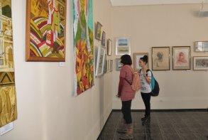 Традиционная выставка работ преподавателей школ искусств  открылась в Астрахани