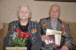 Семье ветеранов Ершовых юбилейную медаль привезли на дом