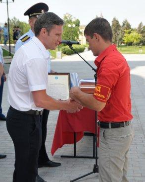 В Астрахани наградили лучших полицейских и их помощников