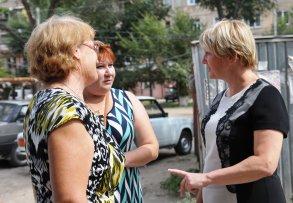 В Астрахани благоустройство дворов ведется на 80 объектах