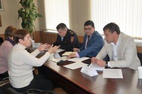 Главы районных администраций проводят приёмы граждан по личным вопросам