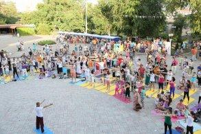 Астраханцы приобщаются к древней индийской практике